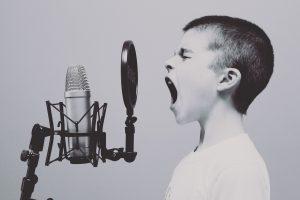 歌声 かすれる